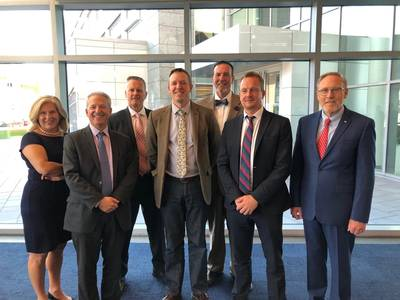 Από αριστερά: Julia Bovey, Διευθυντής Εξωτερικών Υποθέσεων, Equinor Wind US? Fred Zalcman, Επικεφαλής Ανάπτυξης Αγοράς, Ørsted. Greg Trauthwein, Εκδότης & Συνεργάτης Εκδότης Ναυτιλιακός Reporter & Engineering News? Doug Copeland, Ανώτερος Διευθυντής Υπεράκτιας Αιολικής Υπαίθρου, Ατλαντικός Ωκεανός. Eric Johansson, SUNY Maritime. Άλαν Χάνα, Αναπληρωτής Διευθύνων Σύμβουλος, Αμπελώνας Ανεμο; και, John Arntzen, Πρόεδρος, Μουσείο Ναυτιλιακής Βιομηχανίας.