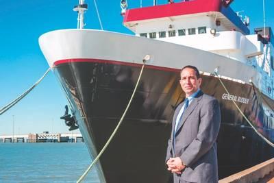Ο ναύαρχος Μάικλ Ροντρίγκεζ, επιθεωρητής της A & M Ναυτικής Ακαδημίας του Τέξας