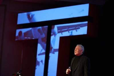 Генеральный директор Transas Фрэнк Коулз выступил с призывом выступить на Глобальной конференции Transas в Ванкувере. КРЕДИТ: Транзас