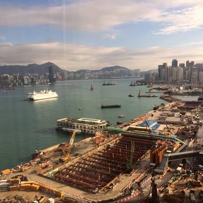 Занятая торговля и гавань Гонконга. КРЕДИТ: Джозеф Киф