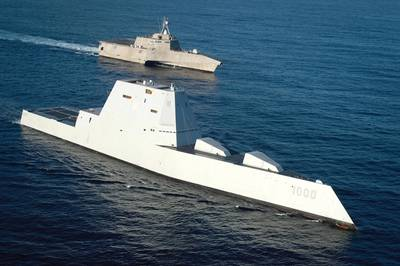 Ракета-носитель с управляемым ракетом USS Zumwalt (DDG 1000), слева, самый технологически продвинутый надводный корабль ВМФ, находится в стадии формирования с литоральным боевым кораблем USS Independence (LCS 2). Будут ли эти корабли такими морскими военными кораблями в будущем? (Фото ВМС США от Petty Officer 1-го класса Ace Rheaume)