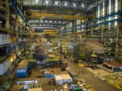 Фото из архива: Подводные лодки класса Astute строятся на верфи BAE Systems в Барроу-ин-Фернесс в 2013 году (Фото: Королевский флот Великобритании)