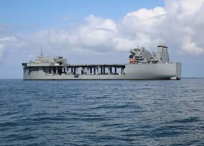 القاعدة البحرية للحماية من السرقة العسكرية USSS Hershel 'Woody' Williams (ESB 4) في مرساة في خليج Chesapeake في سبتمبر 2019 أثناء اختبار معدات مكافحة الألغام. (الصورة البحرية الأمريكية بيل بيل)