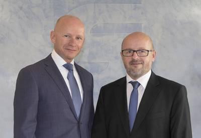 ستيفان كاول كرئيس تنفيذي جديد ورئيس العمليات الصناعية (على اليمين) وهانس لاهيج (يسار) الذي تم تعيينه نائب الرئيس التنفيذي والرئيس البحري في شركة SCHOT-TEL