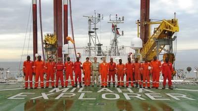 """طاقم """"ملاحة إكسبلورر"""" بعد انتشاره قبالة سواحل غرب إفريقيا (تصوير: ميلاها)"""