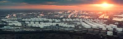 हाउस्टन रिफाइनिंग कॉम्प्लेक्स (CREDIT: AdobeStock / © Irina K) का एक हवाई दृश्य
