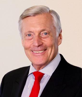 जो ह्यूजेस, द अमेरिकन क्लब के अध्यक्ष और मुख्य कार्यकारी अधिकारी