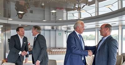 从左到右:Rik Pek(常务董事Broekman Logistics); Emile Hoogsteden(来自鹿特丹港务局的杂货和物流主管); Willem-Jan de Geus(Metaaltransport总监)和Peter van der Pluijm(RHB主任)。照片:Marc Nolte /鹿特丹港务局