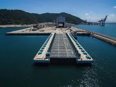 最前線に潜水艦のエレベーターがあるICN海軍造船所。 Imageブラジルのマリーニャ・ド・ブラジル