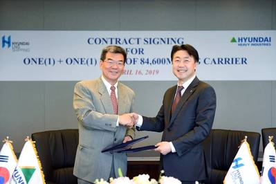 现代重工总裁Ka Sam-hyun(左)和现代LNG Shipping总裁Lee KyuBong(右)。照片:HLS CO。,LTD。