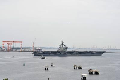 (الصورة من البحرية الأمريكية بيتر بيرهارت)