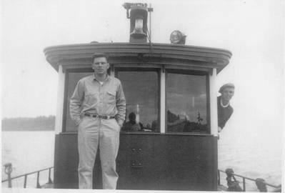 (الصورة من القارب الغربي)