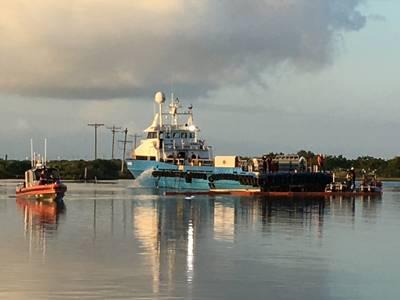 (صورة لخفر السواحل الأمريكي من وحدة السلامة البحرية في بحيرة تشارلز)