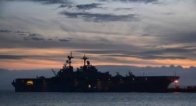 (डैनियल बार्कर द्वारा अमेरिकी नौसेना फोटो)