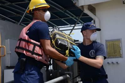 (Foto da Guarda Costeira dos EUA por Ricardo Castrodad)