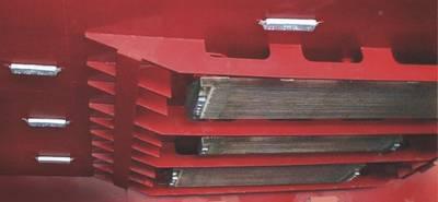 安装没有凹槽的龙骨冷却器时,整流块和侧板提供保护,并有助于改善流线型。带开口的保护侧板消除了海水流量限制。