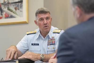 Almirante Karl Schultz, Comandante da Guarda Costeira, Guarda Costeira dos EUA. Foto: USCG