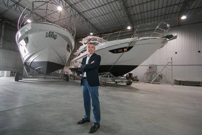 Azimut YachtsのCEO、Davide Breviglieriは、サンタカタリーナ州のAzimutボートヤードでブラジルをやっています。画像:アジムットヨット