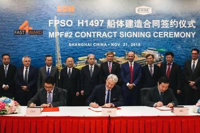 Die Vertragsunterzeichnung fand am 21. November 2018 in der SWS-Werft statt. Vertreter von SBM Offshore, darunter Bruno Chabas (CEO), Bernard van Leggelo (China-Managing Director) und Srdjan Cenic (General Manager China) sowie Lei Fanpei , Vorstandsvorsitzender der CSSC und Wang Qi, Vorstandsvorsitzender von SWS. (Foto: SBM Offshore)
