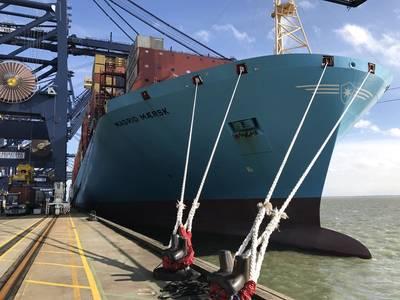 File Image: Ein Maersk Boxschiff neben und funktionierende Fracht. Kredit: HR Wallingford