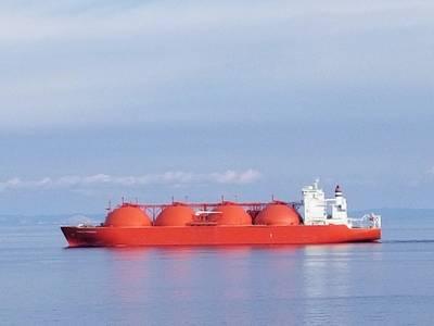 File Image:この最近の画像では、完全に積み重なったLNGタンカーがMedを通過します。クレジット:Robert Murphy