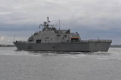 Foto de archivo: barco de combate litoral variante de la libertad, USS Detroit (LCS 7), construido por Fincantieri Marinette Marine (foto de la Marina de los EE. UU. Por Michael Lopez)