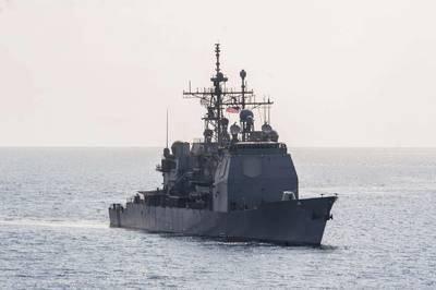 Foto oficial da Marinha dos EUA do cruzador de mísseis guiados da classe Ticonderoga USS Lake Erie (CG 70).