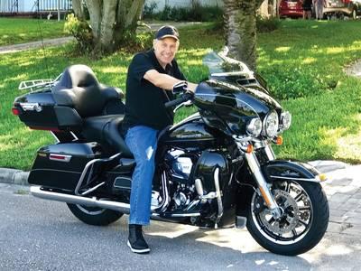 Geboren um Wild zu sein. Tomas Tillberg fährt jedes Wochenende mit seiner Harley Davidson, seinem dritten Motorrad. Foto mit freundlicher Genehmigung von Tomas Tillberg.