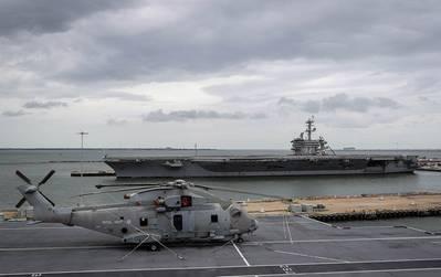 HMS伊丽莎白女王号航行于弗吉尼亚州诺福克。(照片:英国皇家海军)