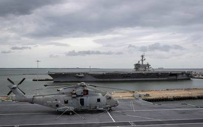 HMS الملكة إليزابيث تبحر في نورفولك بولاية فيرجينيا (الصورة: البحرية الملكية البريطانية)