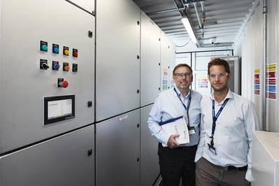 Jens Hjorteset (derecha) es el Gerente Técnico de Producto de SAVe Energy. Erling Johannesen (izquierda) es el Administrador del sitio en el departamento de Rolls-Royce Power Electric Systems en Bergen, Noruega. (Foto: Øystein Klakegg / Rolls-Royce Marine)