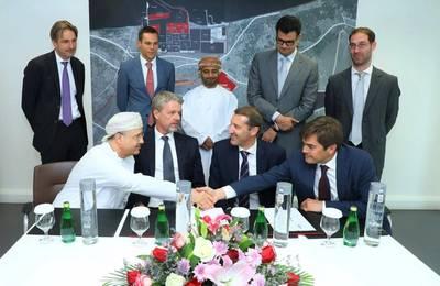 SOHAR与Dredging International NV签署协议。照片:SOHAR的官方Twitter页面