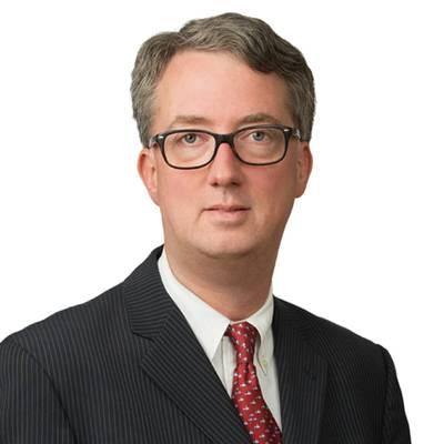Sobre o autor: Tom Belknap é sócio do escritório em Nova York da Blank Rome LLP. A prática de Tom se concentra principalmente no envio e litigação e arbitragem comercial internacional. Tom é reconhecido na CHAMBERS USA desde 2009 como um dos principais advogados de contencioso marítimo dos EUA. Ele é co-autor da Sétima Edição do TIME CHARTERS e também das revisões anuais do BENEDICT ON ADMIRALTY VOL. 3A - A LEI DE SALVAGE. Mais recentemente, ele contribuiu com um capítulo sobre a aplicação de arbitragem