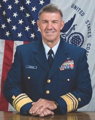 USCG نائب اللواء شولتز ، قائد منطقة الأطلسي في خفر السواحل