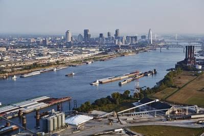 Vias navegáveis interiores com St Louis no fundo. (Crédito: Freightway Regional de St. Louis)