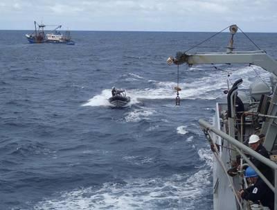 El barco de Severnn regresa de uno de los muchos viajes a la Amistad (Foto: Royal Navy)