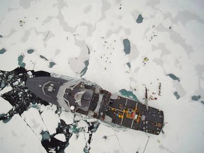 El buque en el Polo Norte (CRÉDITO Guardacostas noruego)