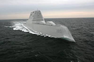 El futuro USS Michael Monsoor (DDG 1001) se sometió a una serie de demostraciones tanto en el muelle como en camino como parte de una evaluación de la construcción del buque y el cumplimiento de las especificaciones de la Marina. (Foto de la Marina de los EE. UU. Cortesía de Bath Iron Works)