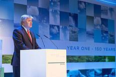 Henrik O. Madsen speaks to the guests at the 150 Years – Year One celebration in Hamburg (Photo courtesy of DNV GL)