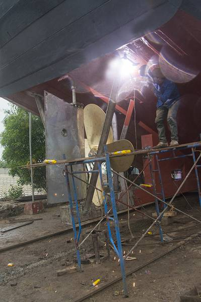 Final touches to a rudder strut the day before the launch. (Haig-Brown photos courtesy of Cummins Marine)
