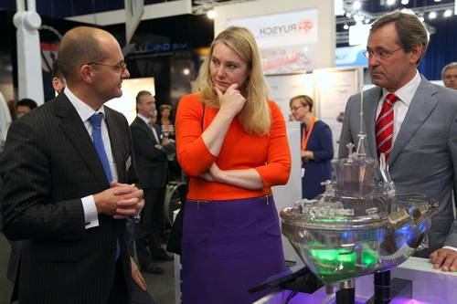 Minister and Govert Hamers at the Damen booth