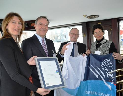 From left to right: K.Struijk (Green Award Foundation), R. Baack (Imperial Shipping Holding GmbH), J. Fransen and C. Bayens-Bosman (Green Award Foundation)