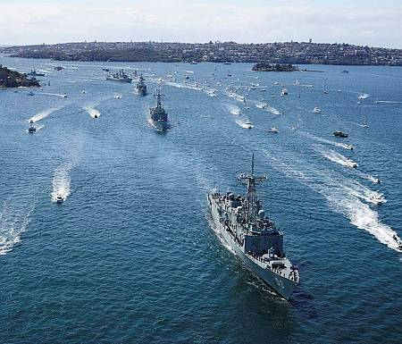 HMAS Sydney leads Australian warship's Darwin, Perth, Parramatta as part of the fleet entry during the International Fleet Review. (Photo: ABIS Nicolas Gonzalez)