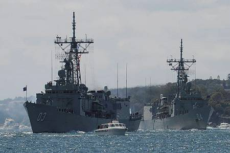 HMAS Sydney leads HMAS Darwin through Sydney Harbour, as part of the re-enactment of the original fleet arrival 100 years ago for the International Fleet Review 2013. (Photo: WOIS Shane Cameron)
