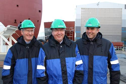 """We are ready,"" states managing director Kristian Sætre in Ulstein Verft, here together with Rolf Klungsøyr (left) and Håvard Stave (right) in the sales department."