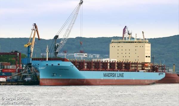 Вентта Маерск загружает контейнеры во Владивостоке, Россия, перед своим арктическим путешествием (© Сергей Скрябин / MarineTraffic.com)