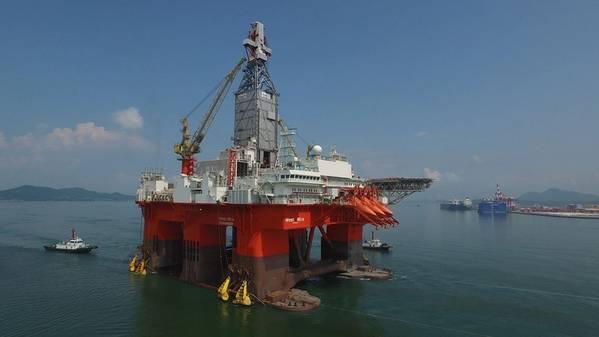 Компания Northern Drilling, владеющая двумя буровыми кораблями и двумя полузаправами (включая изображенную на фото), заказала третий буровой корабль для доставки к 1 кварталу 2021 года (Фото: Northern Drilling)