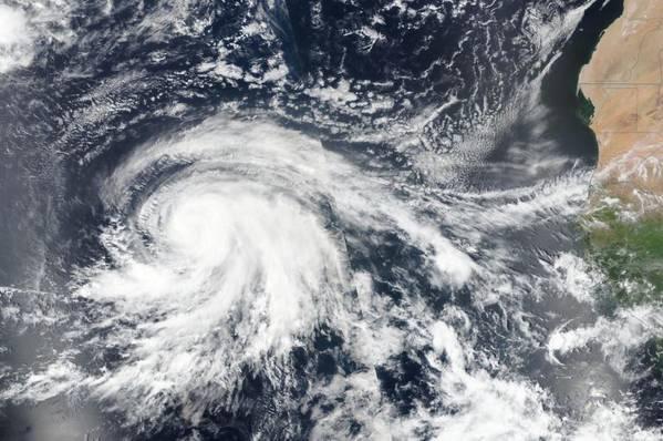 Спутниковое изображение урагана Лоренцо в восточной части Северного Атлантического океана 25 сентября (Фото: НАСА / NRL)
