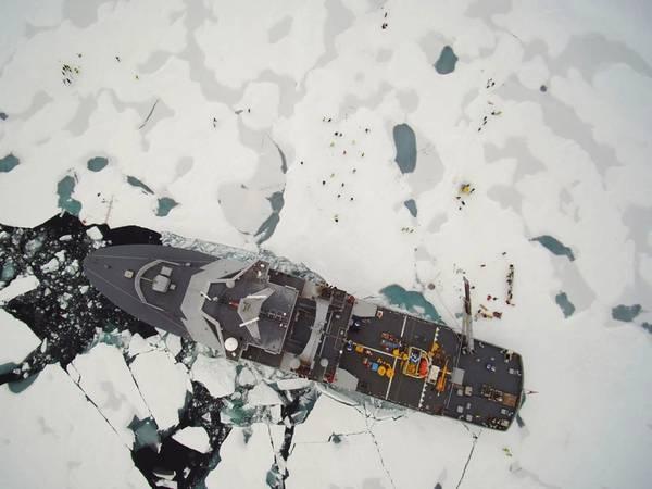 Судно на Северном полюсе (КРЕДИТ Норвежской береговой охраны)