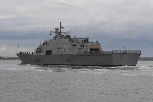 Фото из архива: боевой корабль в свободном варианте, USS Detroit (LCS 7), построенный Fincantieri Marinette Marine (фото ВМС США, фото Майкла Лопеса)